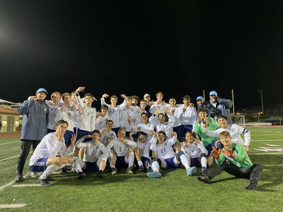 Last years Boys Soccer Team poses for a picture.